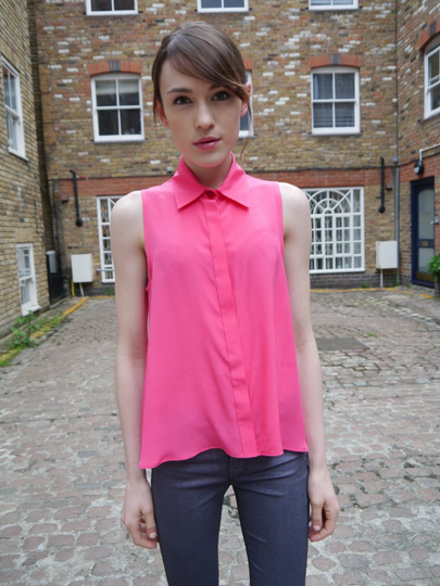Blogger Ella Catliff of La Petite Anglaise wears the Havana Shirt in pink